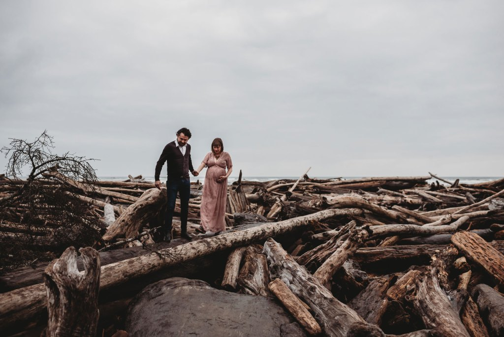 seattle mama travels to ruby beach for maternity session