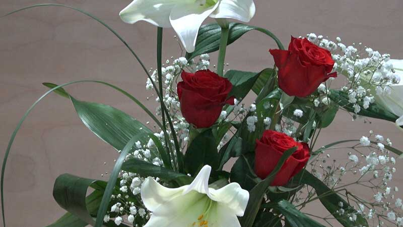 Mazzo di 3 rose rosse a gambo lungo con 3 lilium  Zambon