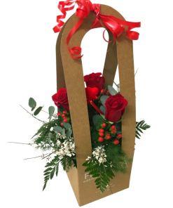 Rose rosse nel box di floreria