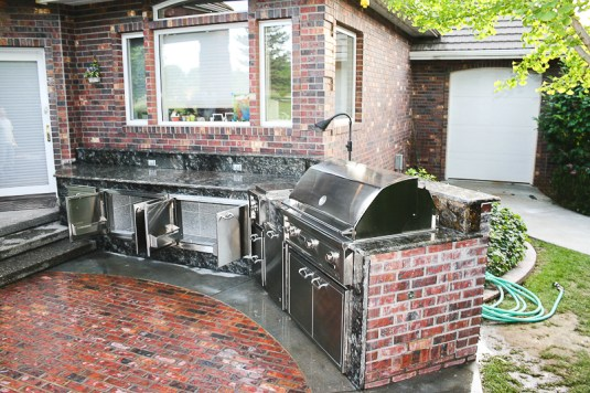fire-and-water-outdoor-kitchen-23
