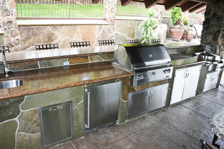 fire-and-water-outdoor-kitchen-42