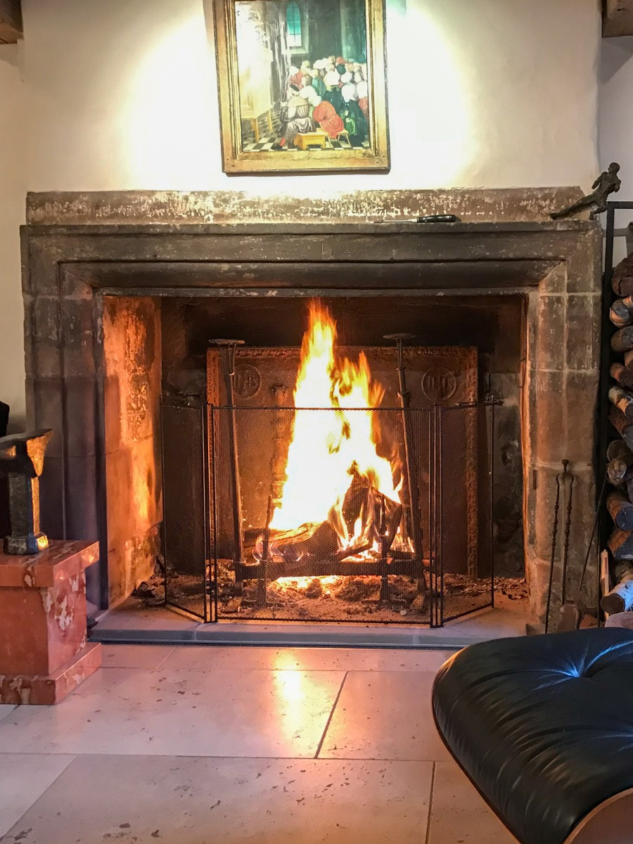 what is the purpose of a fireplace screen