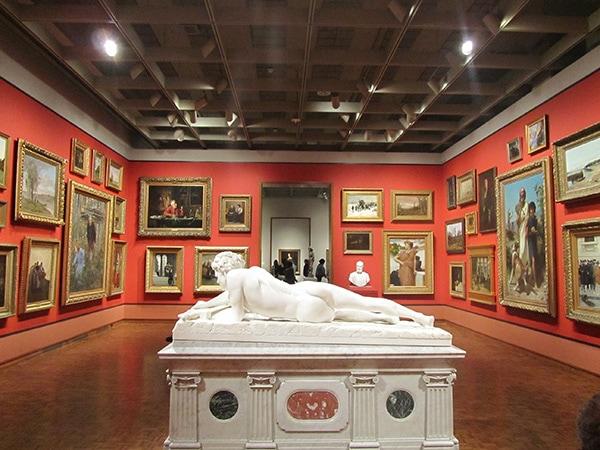 art gallery R9 value
