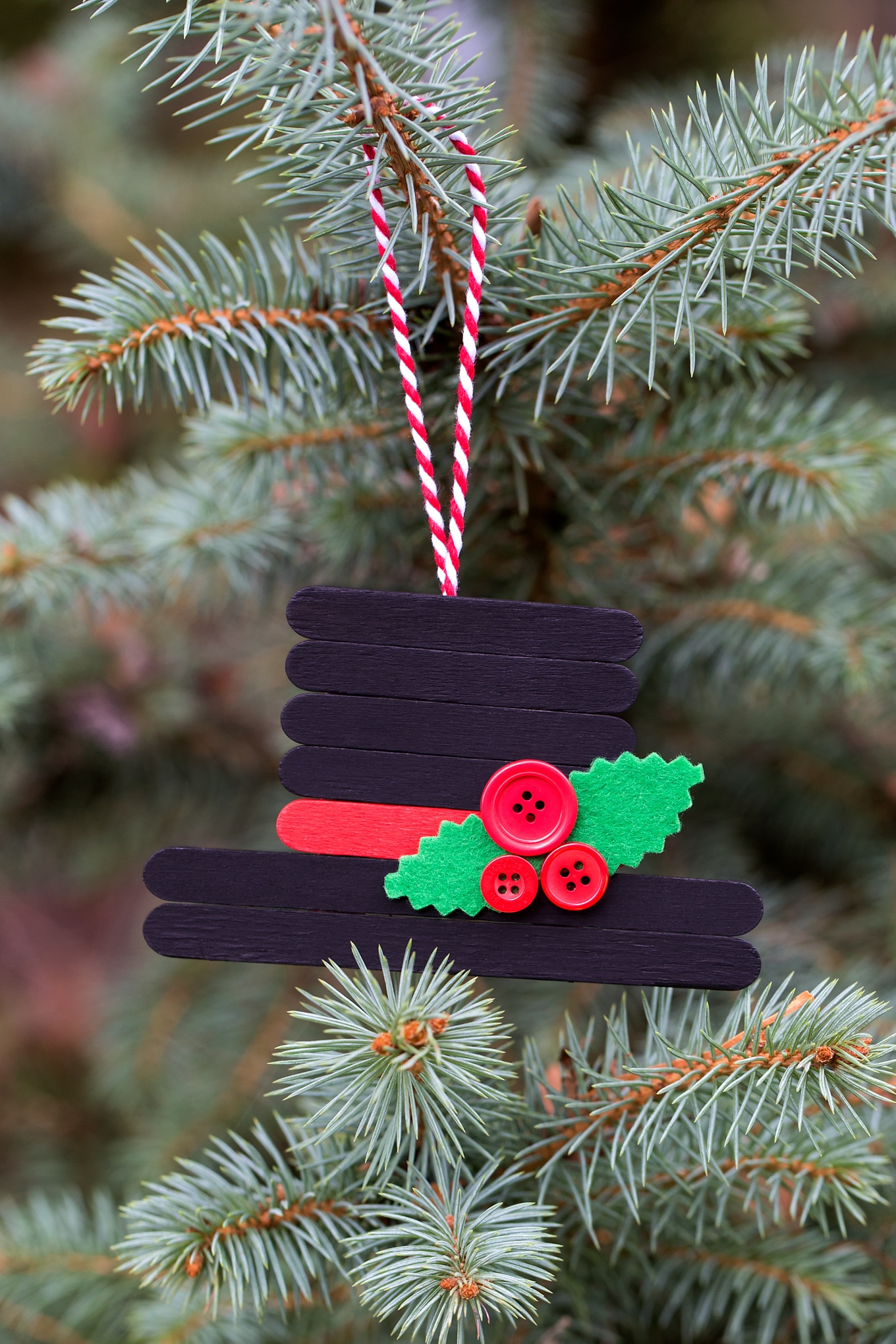 This creative Snowman Hat Ornament is a cute Christmas craft for crafters of all ages.
