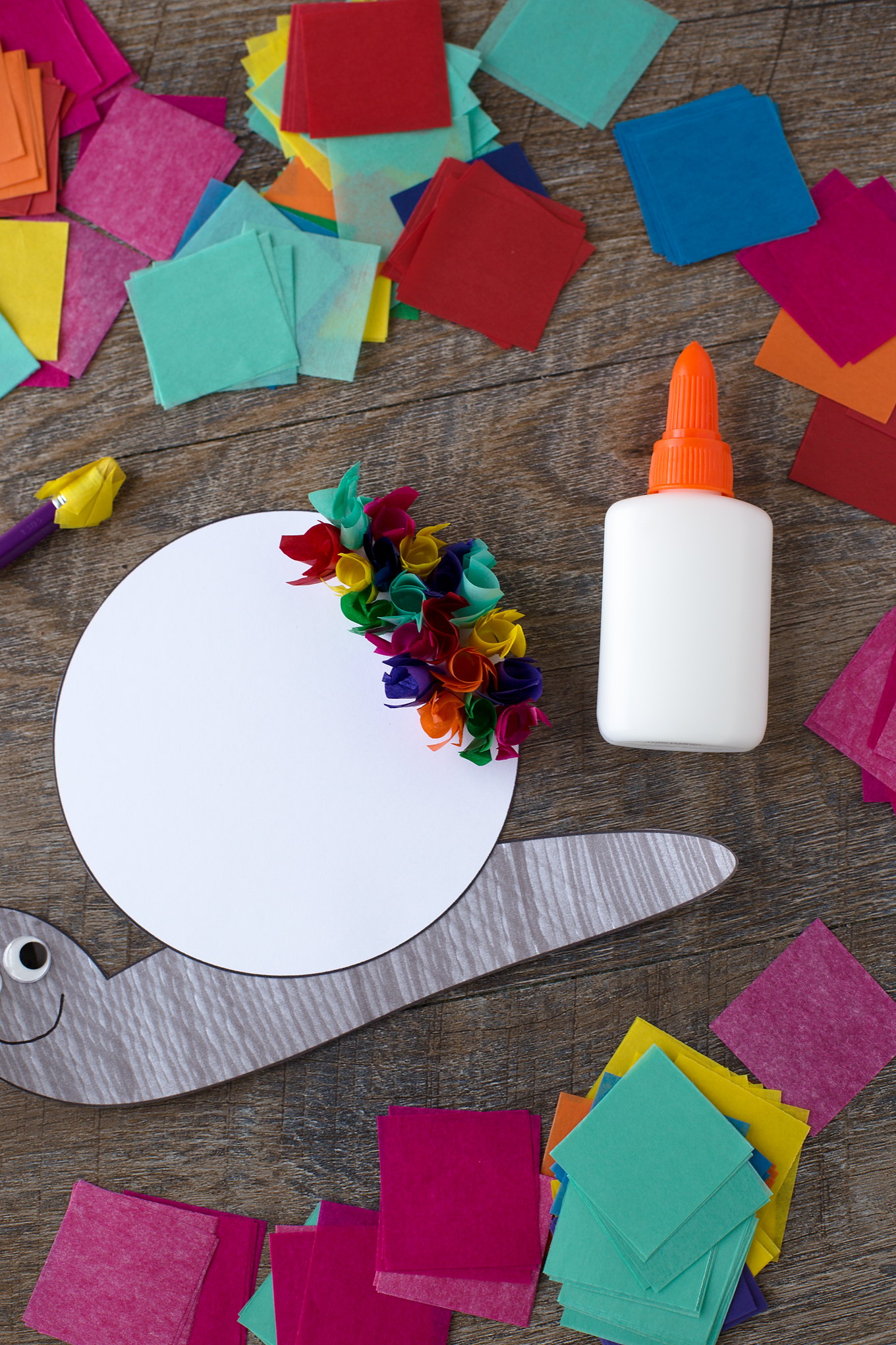 Kids of all ages will enjoy this colorful Tissue Paper Snail Craft. Perfect for kids who are working on developing fine-motor skills or who love animals.