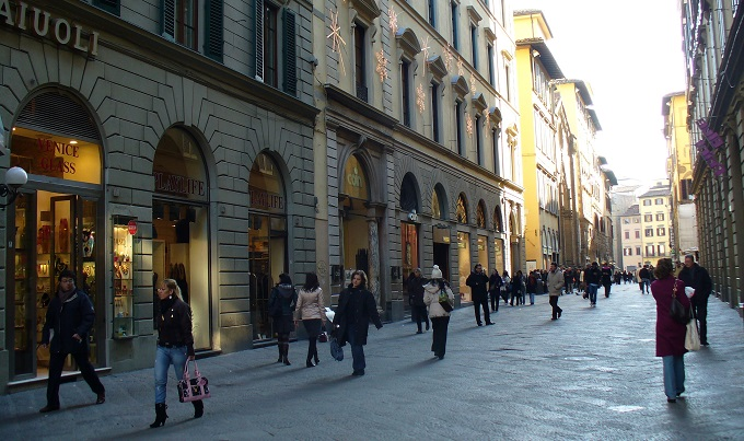 Shopping in Via Roma Via del Corso and Via Calzaiouli  What to Do and Where to Go out