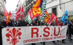 Dipendenti comunali in sciopero, città paralizzata
