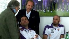 Diego e Andrea DellaValle consigliano e incoraggio Luca Toni e il terzo portiere Lupatelli (Foto Viola Channel)