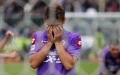 La Fiorentina perde a Bologna e si allontana dai primi tre posti in classifica.