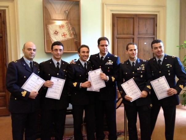 Un gruppo di ufficiali dell'Aeronautica al termine del master