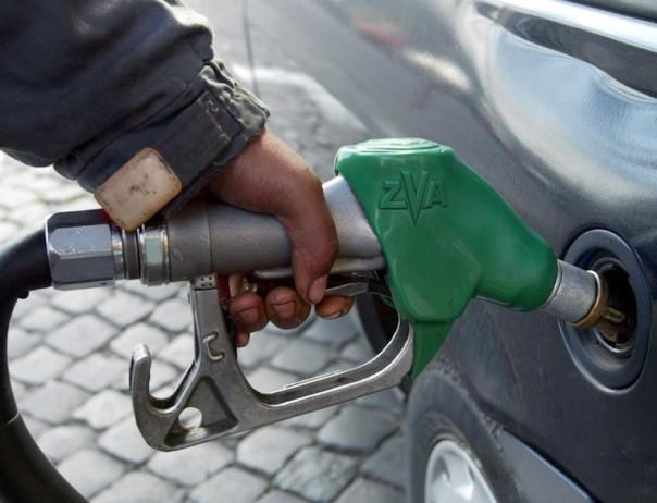 Benzina sempre più cara