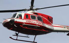 Si cerca un pompiere disperso in Arno, elicotteri e sommozzatori in azione