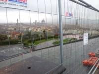 Piazzale Michelangelo visibilmente ingabbiato. I commercianti sono furiosi