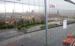 """Pasqua con le transenne: piazzale Michelangelo """"ostaggio"""" dei lavori in corso"""