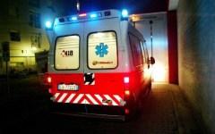 Firenze, incidente tra due motorini finiti contro una vetrina. Muore un uomo di 38 anni
