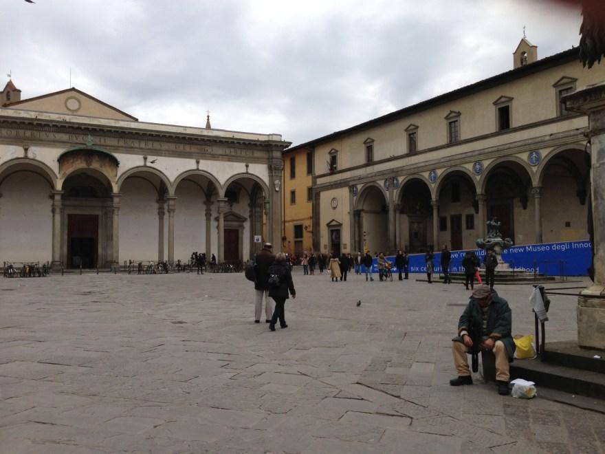 Il degrado in piazza Santissima Annunziata