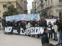 Taranto: migliaia di persone hanno aderito alla manifestazione contro il decreto Salva Ilva