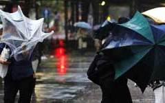 Livorno: tetti danneggiati e strade allagate da una tromba d'aria e una forte pioggia