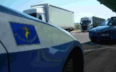 Rubano gasolio dai tir, arrestati due romeni