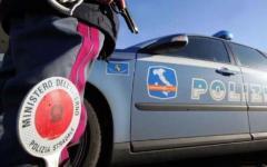 Viareggio: Polizia stradale blocca motociclista in fuga. Inseguimento a 200 all'ora sull'A/12