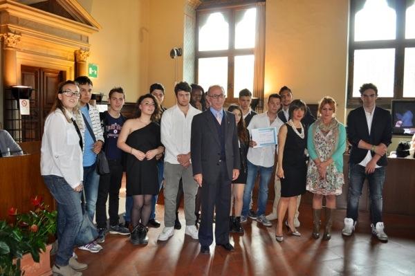Un gruppo dei partecipanti al premio nel Salone dei Dugento in Palazzo Vecchio