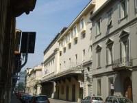 L'ingresso del vecchio teatro in Corso Italia a Firenze