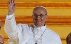 Papa Francesco fa allattare i bambini nella cappella Sistina, durante il battesimo