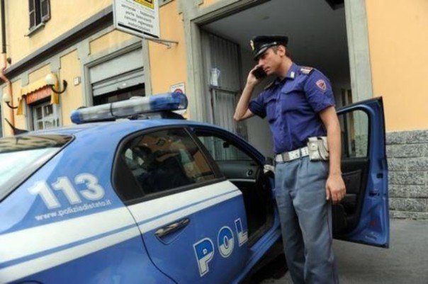 Quattro agenti medicati per i pugni ricevuti da un ubriaco che minacciava l'autista di un bus a Firenze