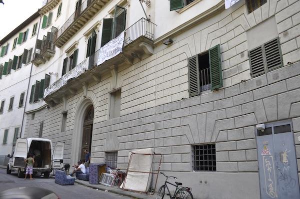 Un momento dell'occupazione dell'ex collegio Alla Querce di Firenze sabato 20 luglio