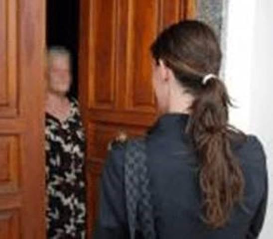 Anziana 83enne truffata a Firenze da una donna che si è finta ex vicina di casa