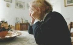 Truffa, si finge ex vicina e deruba anziana