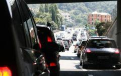 Vacanze, gli italiani riducono del 7% la spesa pro-capite