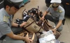 Contraffazione: la Guardia di Finanza sequestra 25mila oggetti di pelletteria