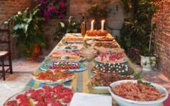 Buon appetito con la tavola dei cibi toscani