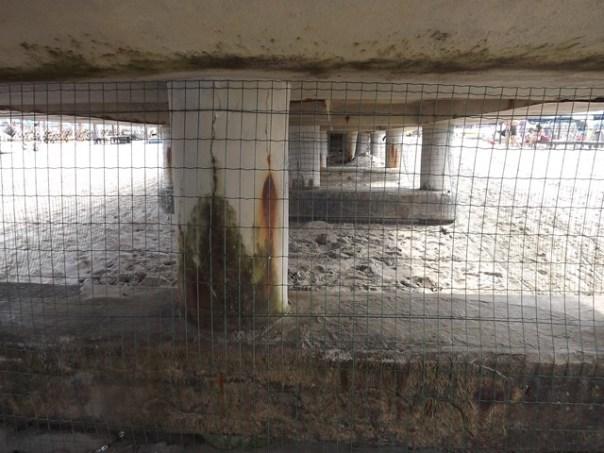 Contro i venditori abusivi recintato il pontile di Forte dei Marmi