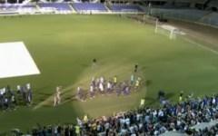 L'abbraccio dei tifosi alla nuova Fiorentina