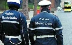 Castelfiorentino: la polizia municipale scopre un laboratorio non autorizzato con 31 lavoratori cinesi. Sospesa l'attività
