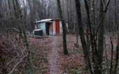 Arezzo: senza lavoro una famiglia va a vivere in una capanna nel bosco