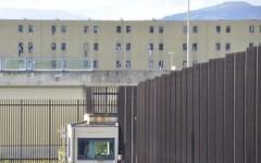 Prato: procura un cellulare a detenuto per camorra. Arrestata insegnante di matematica