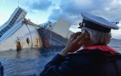 Costa Concordia: il gigante si rialza e il mondo festeggia