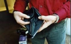 Crisi, le famiglie hanno perso il 3,7% del loro reddito