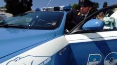 La polizia di Arezzo ha arrestato un 62enne con il vizio delle armi