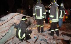 Crolla il tetto di un palazzo ad Arezzo, paura ma nessun ferito