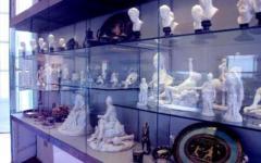 Urta vetrina e danneggia preziose statuette al museo di Boboli