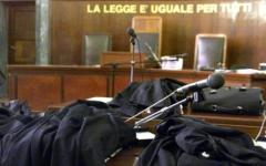 Pistoia: condannata a 9 anni e 8 mesi di carcere. Ferì con la pistola l'ex compagno davanti ai figli