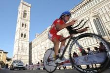Cronometro junior davanti al Duomo di Firenze (Foto Riccardo Sanesi)
