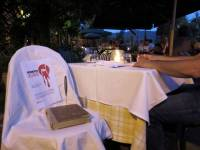 Il forte messaggio contro il femminicidio nei ristoranti di Bolgheri