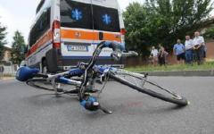 Auto finisce su un gruppo di ciclisti amatoriali, 3 feriti