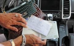 Bollo auto: sulle vetture nuove non si pagherà per tre anni (ma le Regioni protestano e potrebbero studiare nuovi balzelli)