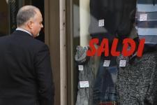 Consumi, gli italiani rinunciano a cambiare il proprio guardaroba